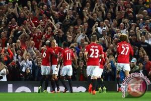 Ibra dan Pogba bersinar saat United benamkan Southampton