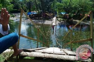 Empat Orang Tertimpa Jembatan Ambruk Di Bengkulu