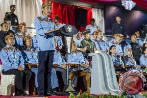 Jokowi pakai ikat Sunda saat pembukaan PON
