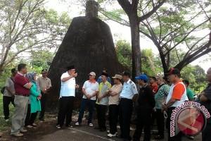 Gubernur minta warga di kawasan rawan bencana di relokasi