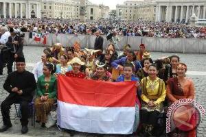 Paus Fransiskus nikmati lagu Indonesia