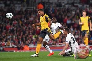 Walcott bawa Arsenal bungkam Basel 2-0
