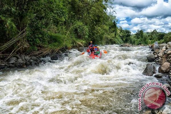 Gubernur Bengkulu Menjajal Arung Jeram Sungai Ketahun