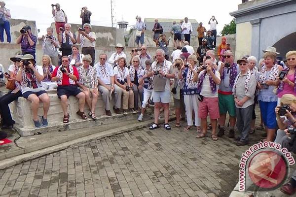Turis asing kagumi wisata sejarah Bengkulu