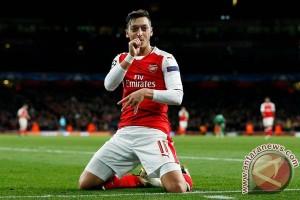 Ozil ukir trigol saat Arsenal hancurkan Ludogorets