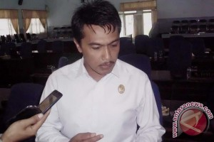 DPRD tunggu ketetapan hukum pimpinan dewan