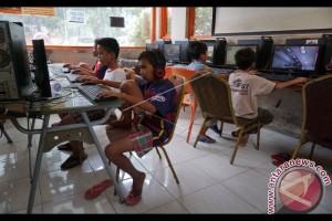 Polisi Razia Puluhan Anak Di Warnet