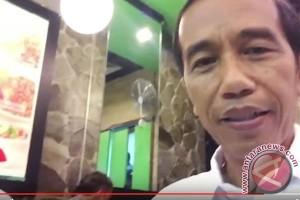 Jokowi Populerkan Bakso Lewat Vlog