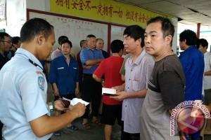 Petugas Razia Perusahaan Tambang Pekerjakan TKA