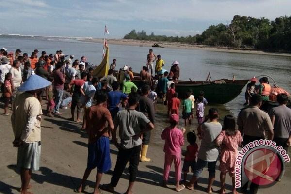 Sejumlah Nelayan Tetap Melaut Meski Angin Kencang
