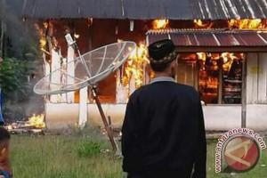 Dinsos Mukomuko Salurkan Bantuan Korban Kebakaran