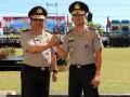 Kapolda Bengkulu yang lama Brigjen Pol Drs Yovianes Mahar (kiri) melakukan salam komando dengan Kapolda Bengkulu yang baru Brigjen Pol Coki Manurung saat upacara penyambutan dan farawell parade di Mapolda Bengkulu, Selasa (9/5). Sesuai dengan TR Kapolri 18 April 2017, Brigjen Pol Coki Manurung menggantikan  Brigjen Pol Drs Yovianes Mahar sebagai Kapolda Bengkulu yang baru yang dimutasi sebagai staf ahli Kapolri di Mabes Polri. ANTARA FOTO/David Muharmansyah/17
