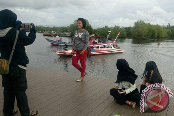 Warga Bengkulu Protes Pembabatan Mangrove Pulau Baai
