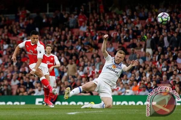 Para Pemain Arsenal Harapkan Sanchez Bertahan