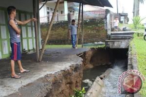 Perbaikan Saluran Drainase Jadi Dilema