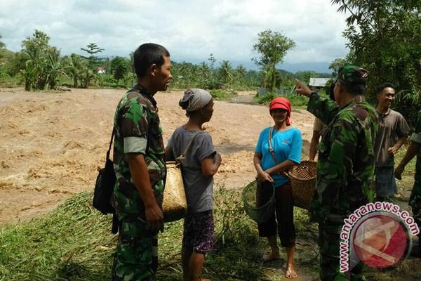 Kolam Air Deras Jebol Diterjang Banjir Bandang