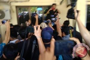 Flash - Istri Gubernur Bengkulu Terjaring OTT KPK