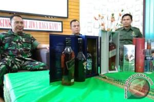 TNI Gerebek Pengoplos Minuman Keras Di Bengkulu