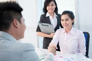 Survei: Di Tempat Kerja Perempuan Lebih Murah Hati