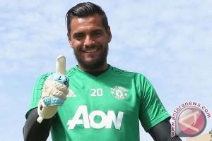 Sergio Romero Teken Kontrak Baru Di United
