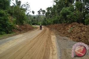 Longsor Landa Perbatasan Bengkulu-Lampung