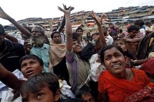 Indonesia Bagikan Bantuan Beras Kepada 120 Ribu Pengungsi Rohingya