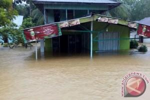 Pemkot Bengkulu Distribusikan Logistik Untuk Korban Banjir
