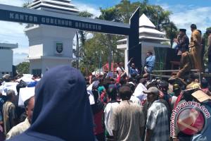 Gubernur Pengumpul Batu Bara Bersihkan Sungai Bengkulu