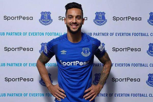 Walcott resmi bergabung dengan Everton