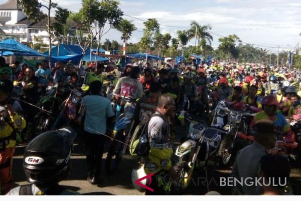 Ribuan pengemar trail ikuti Jelajah Alam Mukomuko