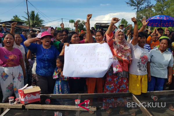 Nelayan Bengkulu berunjukrasa minta pengesahan trawl