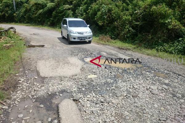 Separuh  jalan di Rejang Lebong rusak