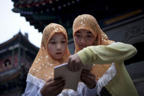 Dewan muslim kecam sekolah yang larang jilbab