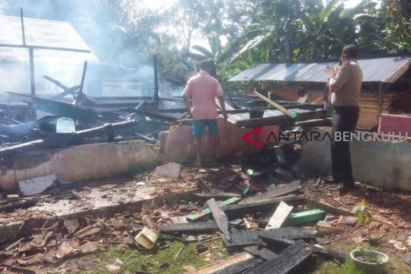 Dinsos bantu korban kebakaran rumah di Mukomuko