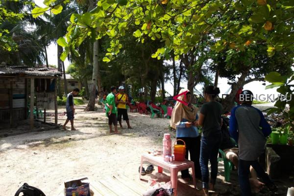 Pulau Tikus dipadati wisatawan lokal