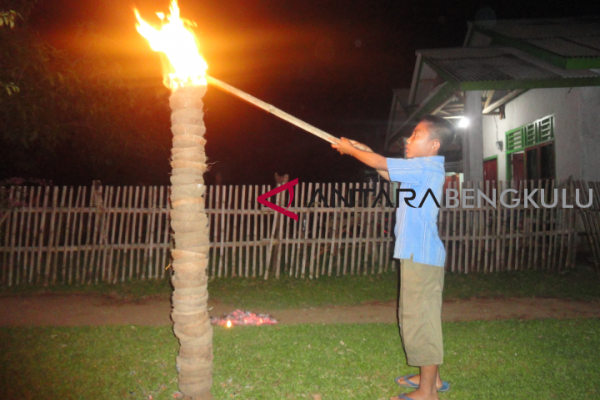 "Tradisi ""api jagau"" sambut lebaran di Bengkulu"