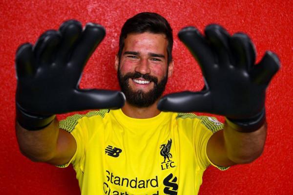 Liverpool datangkan Alisson dengan rekor transfer