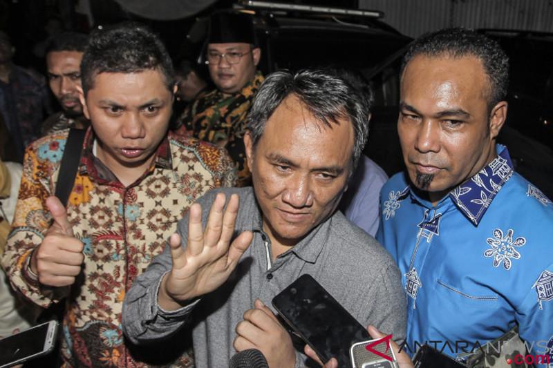 "Andi Arief diminta laporkan dugaan ""mahar politik"""
