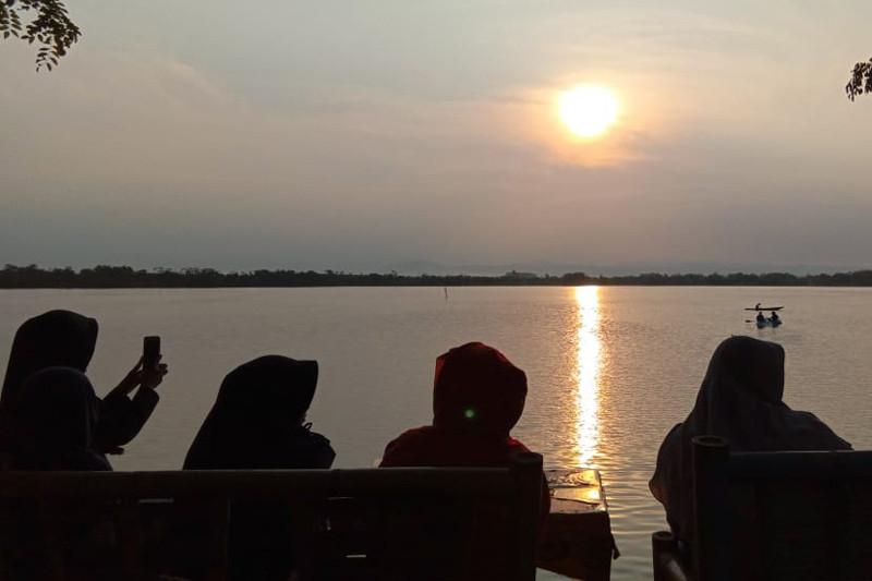 Menyesap hangat budaya neron di Bengkulu