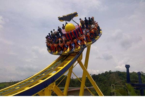 """Ribuan pengunjung padati objek wisata """"Jungleland"""" - ANTARA News ..."""