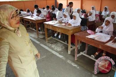 Guru Non-ASN Bekasi Resah Gaji Terancam Berkurang