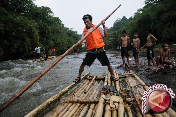 Sungai ciliwung (foto antara/ indrianto eko suwarso)