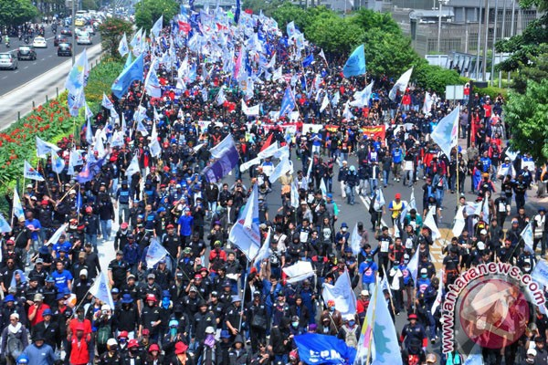 Ribuan Buruh Bogor Bergerak Ke Jakarta Antara News Megapolitan