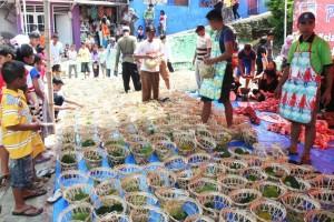 Pembagian daging kurban di Bogor ramah lingkungan
