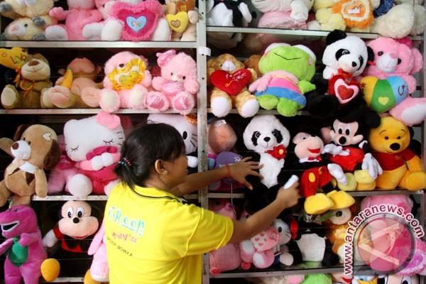 Perajin boneka di Cikampek keluhkan masalah pemasaran