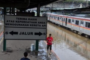 Floods distrupting service at Jakarta's Tanah Abang Railway Station