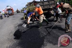 Pemkab Karawang Janji Segera Perbaiki Jalan Rusak