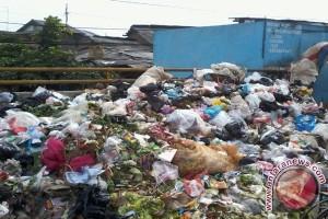 Tempat pembuangan sampah liar bermunculan di Karawang