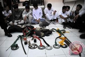 Polisi Sukabumi Tangkap Tujuh Pelajar Bersenjata Tajam