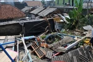 Puting beliung rusak sembilan rumah di Bekasi